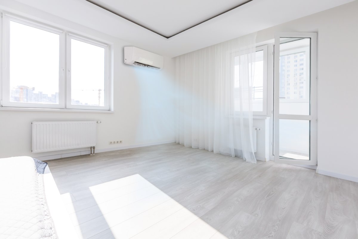 Bright room with new windows and a working air conditioner